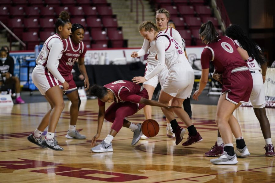 Minutewomen's lack of defensive unity shows in Friday's loss to Saint Joseph's