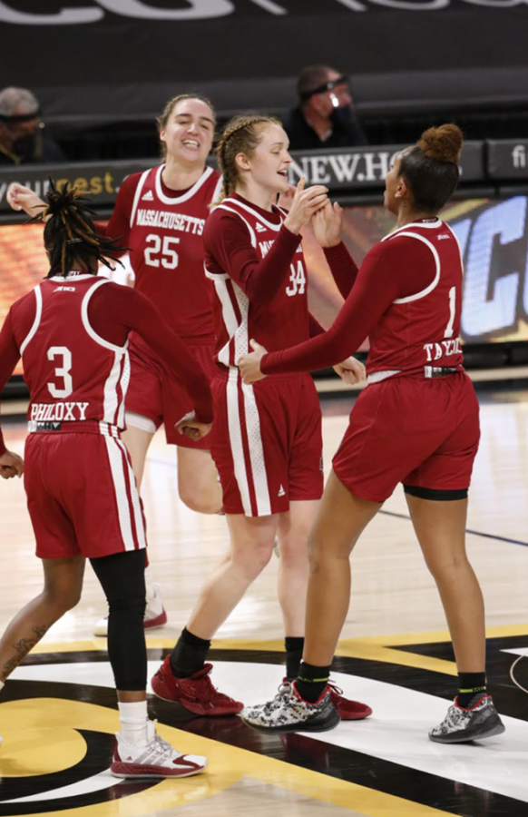 Active+defense+frustrates+VCU+as+Minutewomen+earn+low-scoring+victory